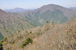 二つの山梨百名山 大室山と御正体山の写真素材 [FYI03146982]