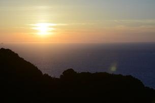 海辺の夕日の写真素材 [FYI03147232]