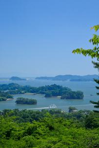 西行戻しの松公園から望む夏の松島 宮城県の写真素材 [FYI03147519]