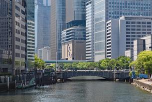 大阪・淀屋橋とオフィス街の写真素材 [FYI03147600]