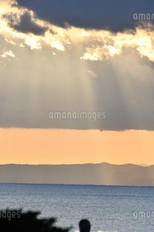 夕陽 鎌倉七里ヶ浜海岸の写真素材 [FYI03147622]