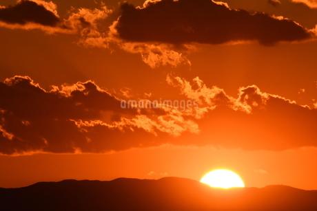 夕陽 鎌倉七里ヶ浜海岸の写真素材 [FYI03147625]