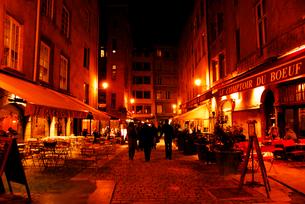 フランスのオープンテラス リヨン旧市街の写真素材 [FYI03147644]