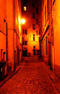 フランスの小路 石畳のリヨン旧市街の写真素材 [FYI03147646]