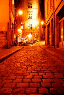 フランスの小路 石畳のリヨン旧市街の写真素材 [FYI03147652]