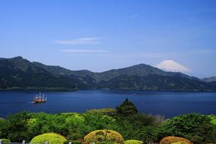 富士山と芦ノ湖の写真素材 [FYI03147944]