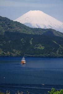 富士山と芦ノ湖の写真素材 [FYI03147945]