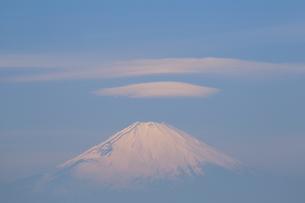 富士山笠雲の写真素材 [FYI03147955]