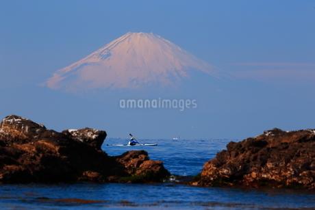 富士山とシーカャックの写真素材 [FYI03147956]