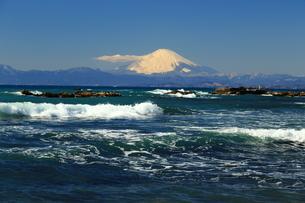 富士山と荒波の写真素材 [FYI03148322]