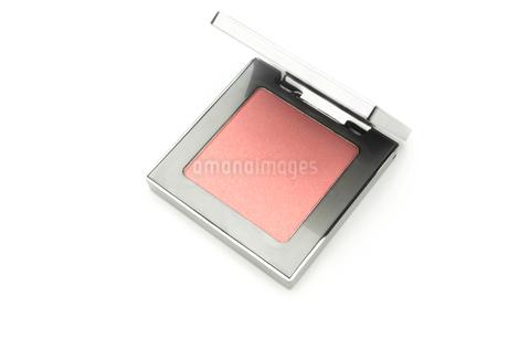 化粧品 チーク を白バックで。の写真素材 [FYI03148430]