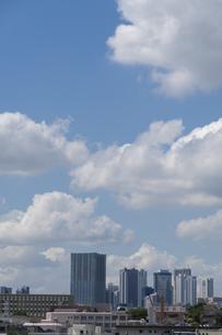 都会の青空の写真素材 [FYI03148632]