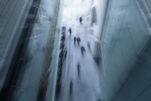 都会を歩くの写真素材 [FYI03148648]