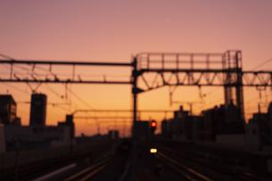 朝焼けの鉄路の写真素材 [FYI03148652]