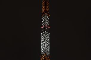 クローズアップ東京タワー<夜景>の写真素材 [FYI03148658]