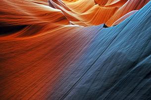 米アリゾナ州ページ近郊にあるアンテロープキャニオンの砂岩侵食美の写真素材 [FYI03148720]
