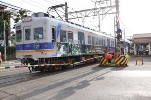 深日港駅を出発する南海電車の写真素材 [FYI03150029]