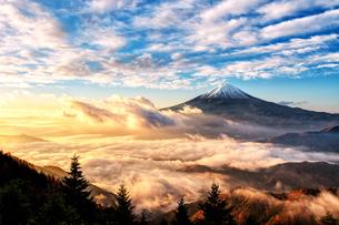 新道峠から望む富士山  日本 山梨県 笛吹市の写真素材 [FYI03150118]