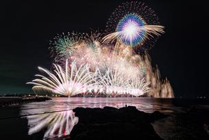 三国サンセットビーチから望む花火大会  日本 福井県 坂井市の写真素材 [FYI03150121]