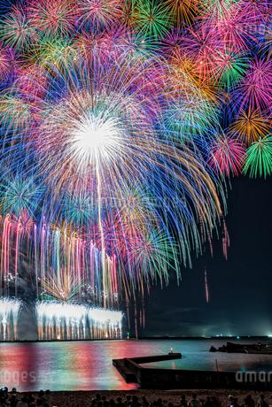 三国サンセットビーチから望む花火大会  日本 福井県 坂井市の写真素材 [FYI03150123]