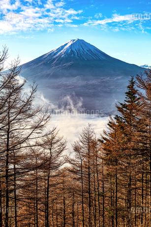 新道峠から望む富士山  日本 山梨県 笛吹市の写真素材 [FYI03150128]