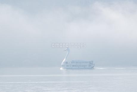 山中湖の遊覧船 日本 山梨県 山中湖村の写真素材 [FYI03150143]