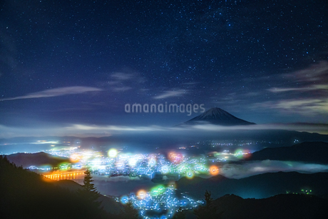 新道峠から望む富士山  日本 山梨県 笛吹市の写真素材 [FYI03150144]