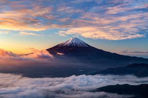 新道峠から望む富士山  日本 山梨県 笛吹市の写真素材 [FYI03150146]