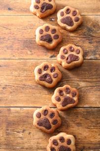 犬の足跡クッキーの写真素材 [FYI03150199]