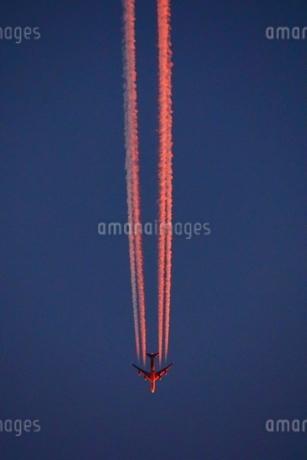 飛行機雲の写真素材 [FYI03150261]