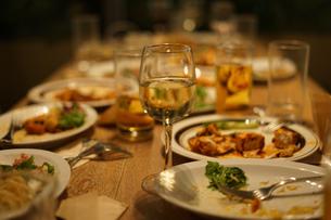 レストランでの食事風景の写真素材 [FYI03150368]