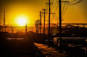 夕景と電柱の写真素材 [FYI03150373]