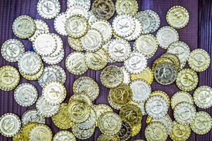 たくさんの金貨の写真素材 [FYI03150677]