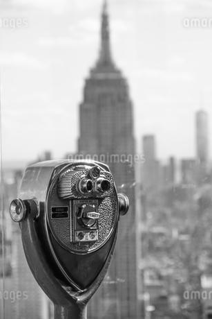 ロックフェラーセンター(トップ・オブ・ザ・ロック)の双眼鏡の写真素材 [FYI03150689]