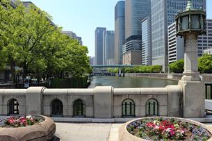 淀屋橋から眺める大阪の街並みの写真素材 [FYI03150777]