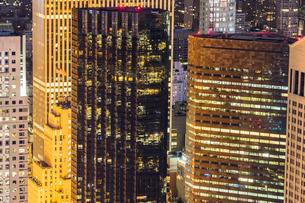 ニューヨーク・マンハッタンの夜景の写真素材 [FYI03150780]