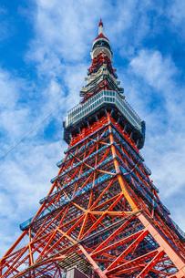 青空と東京タワー(一部工事中)の写真素材 [FYI03150811]