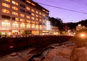 有馬温泉街の夕景の写真素材 [FYI03150896]