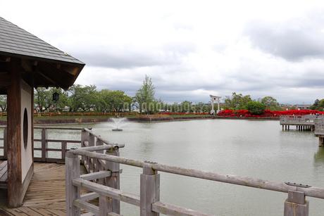 池に浮かぶあずまやの写真素材 [FYI03151137]