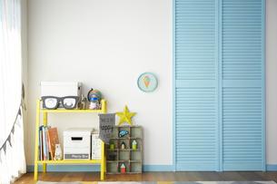 青と黄色が効いた男の子の部屋の写真素材 [FYI03151279]
