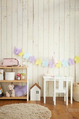 白い板壁の女の子の部屋の写真素材 [FYI03151291]
