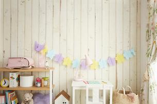白い板壁の女の子の部屋の写真素材 [FYI03151292]