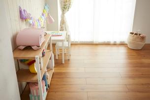 白い板壁の女の子の部屋の写真素材 [FYI03151293]