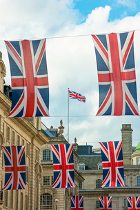 ロンドンの街頭に掲げられたイギリス国旗の写真素材 [FYI03151376]