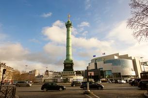 バスティーユ広場とオペラ・バスティーユの写真素材 [FYI03151399]