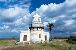 能登半島の先端にある禄剛崎に立つ灯台の写真素材 [FYI03152051]
