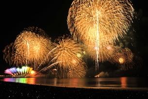 江ノ島秋の花火大会の写真素材 [FYI03152209]