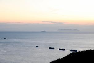 紀淡海峡 夕暮れ 出船の写真素材 [FYI03152220]