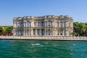 ボスポラス海峡クルーズ・ベイレルベイ宮殿の写真素材 [FYI03152523]