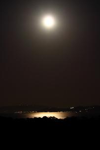 月夜の東京湾の写真素材 [FYI03152524]